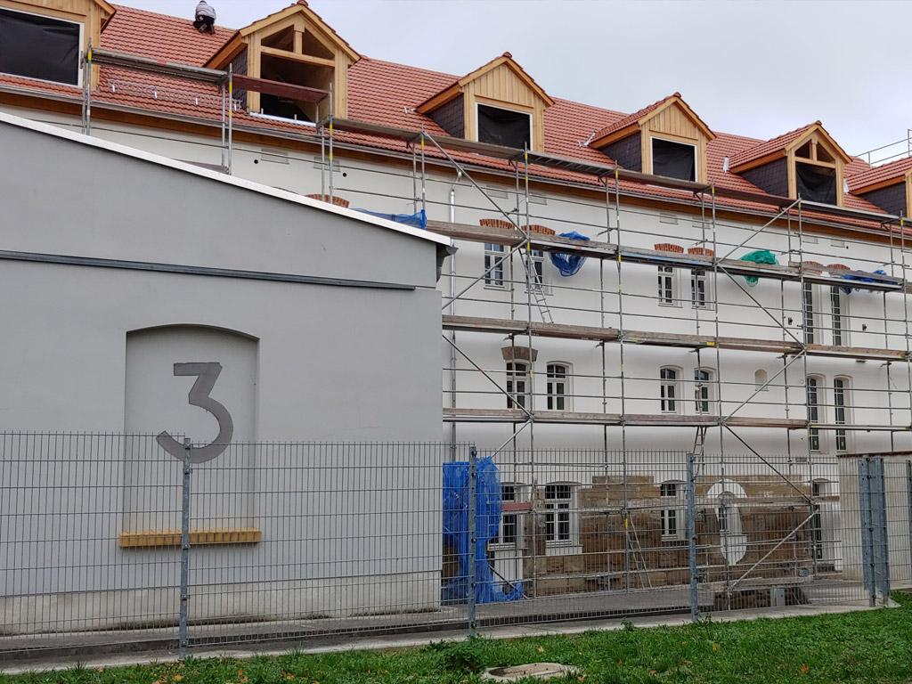 ALTE-WASSERMÜHLE-–-in-Pegau_Die-Fassade-zum-Elstermühlgraben